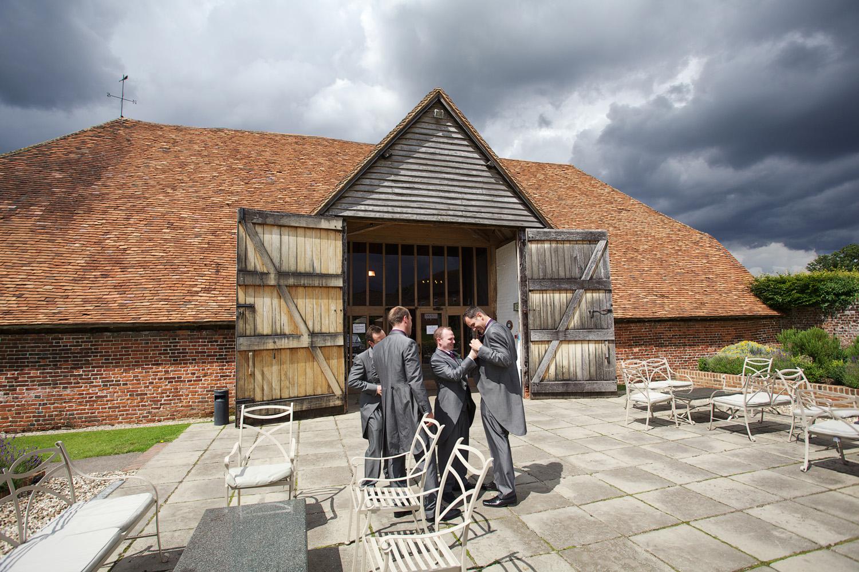 Ufton_Court_Barn_Wedding_Photographer_Reading_Berkshire_018.jpg