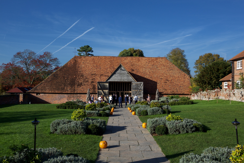 Ufton_Court_Barn_Wedding_Photographer_Reading_Berkshire_021.jpg
