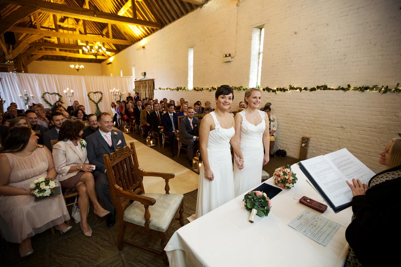 Ufton_Court_Barn_Wedding_Photographer_Reading_Berkshire_043.jpg