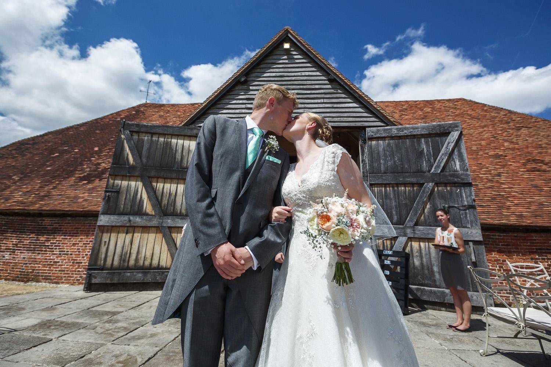 Ufton_Court_Barn_Wedding_Photographer_Reading_Berkshire_044.jpg