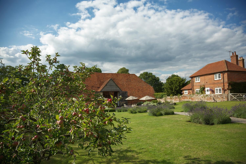 Ufton_Court_Barn_Wedding_Photographer_Reading_Berkshire_089.jpg