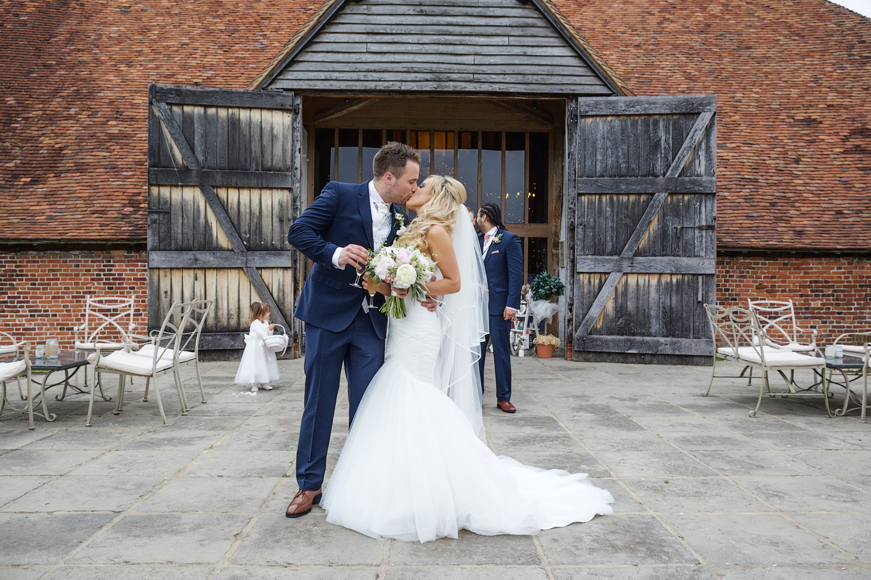 Ufton_Court_Barn_Wedding_Photographer_Reading_Berkshire_091.jpg
