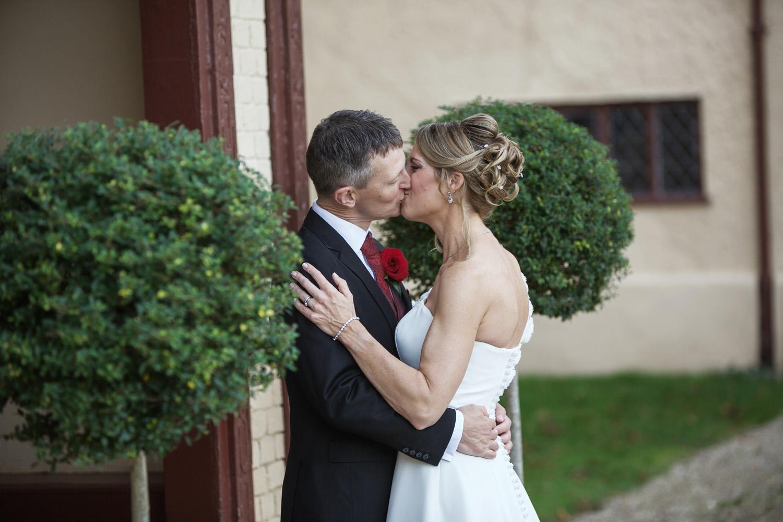 Ufton_Court_Barn_Wedding_Photographer_Reading_Berkshire_098.jpg