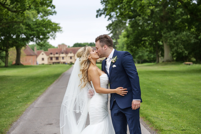 Ufton_Court_Barn_Wedding_Photographer_Reading_Berkshire_106.jpg