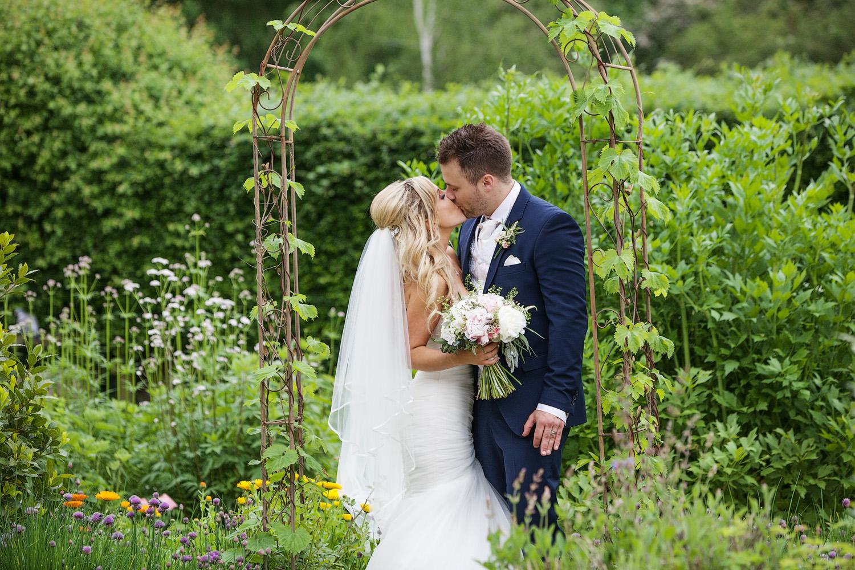 Ufton_Court_Barn_Wedding_Photographer_Reading_Berkshire_121.jpg