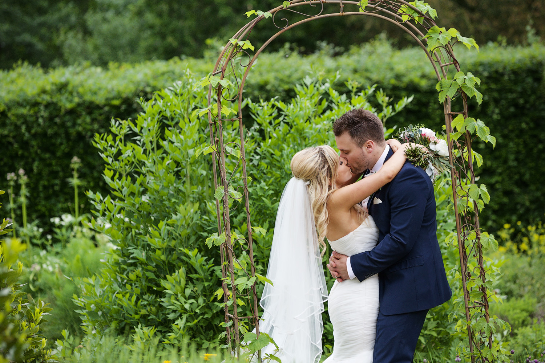 Ufton_Court_Barn_Wedding_Photographer_Reading_Berkshire_123.jpg
