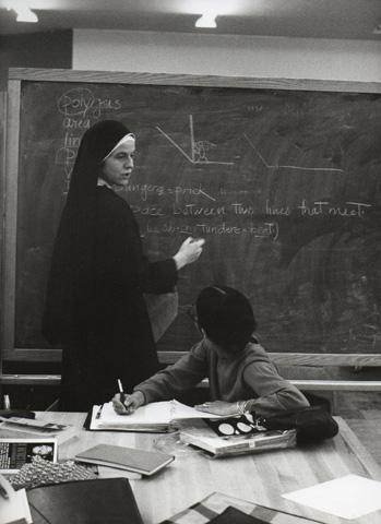 Sister Elizabeth McLoughlin teaching a course at HP