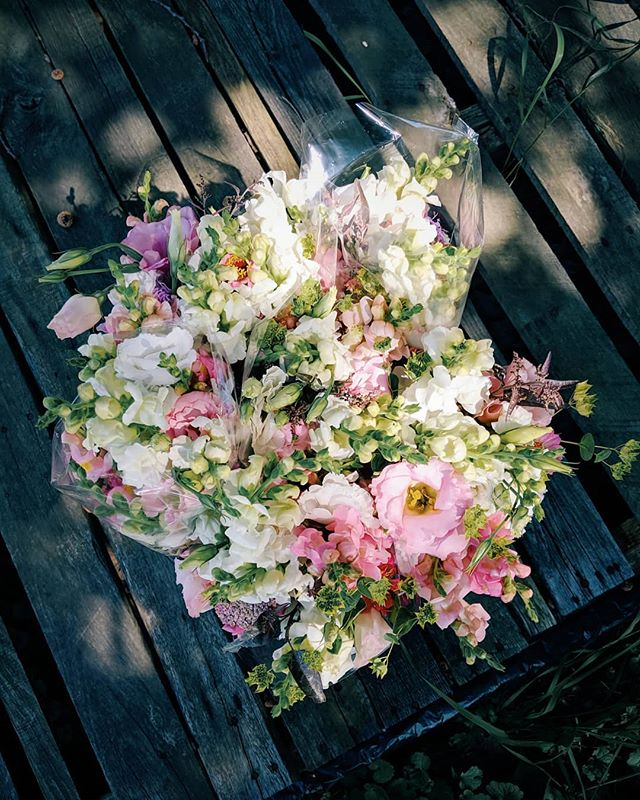 Special order of pinks! Yarrow, lisianthus, and snaps steal the show!