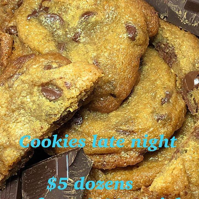 $5 Dozens tonight starting at 9:30 . Pick up only in Inglewood . Prepay through cashapp $Totpotpots DM for location  #bestcookiesincali  #latenightsnacks  #cookiesinla