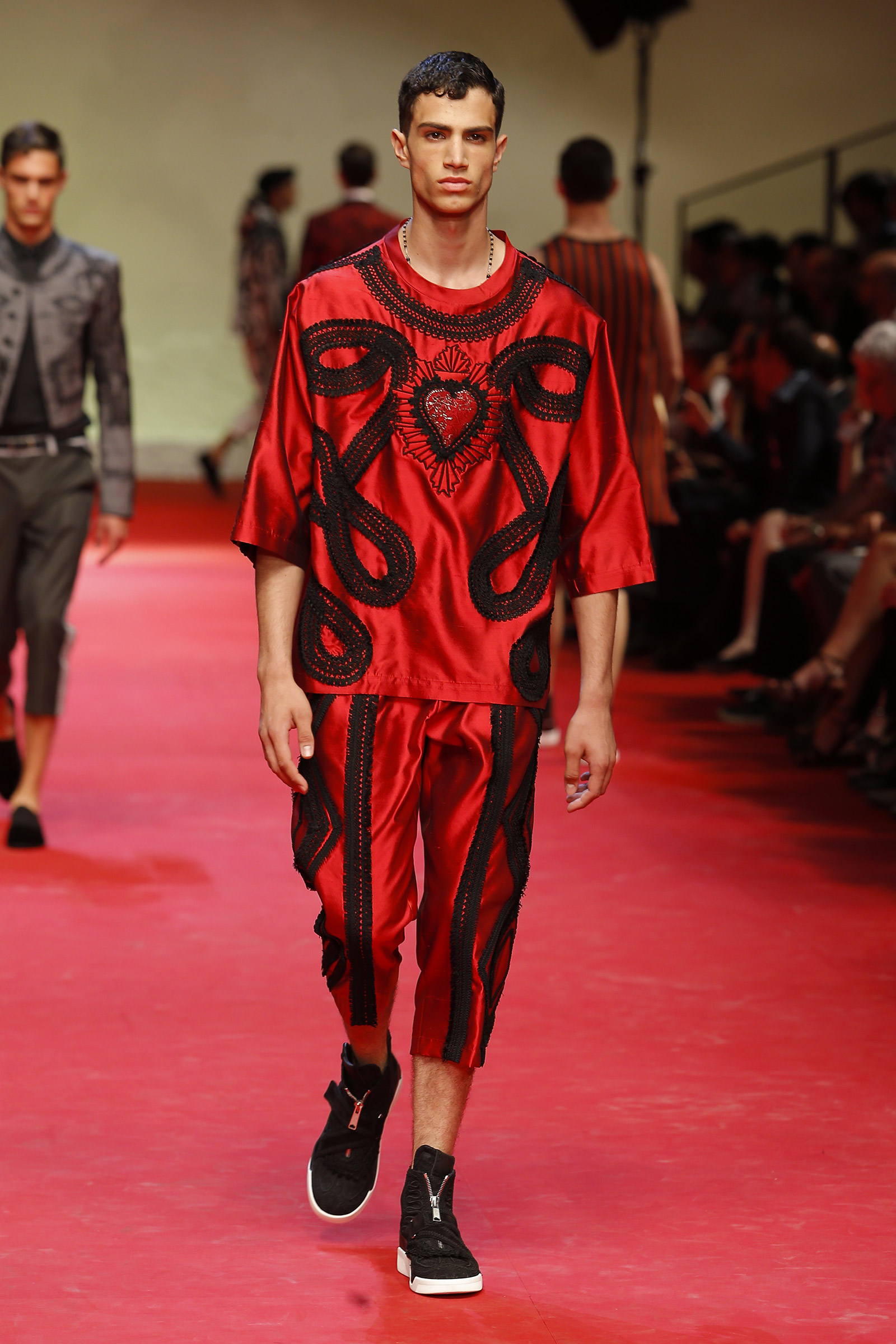 dolce-and-gabbana-summer-2015-men-fashion-show-runway-28.jpg