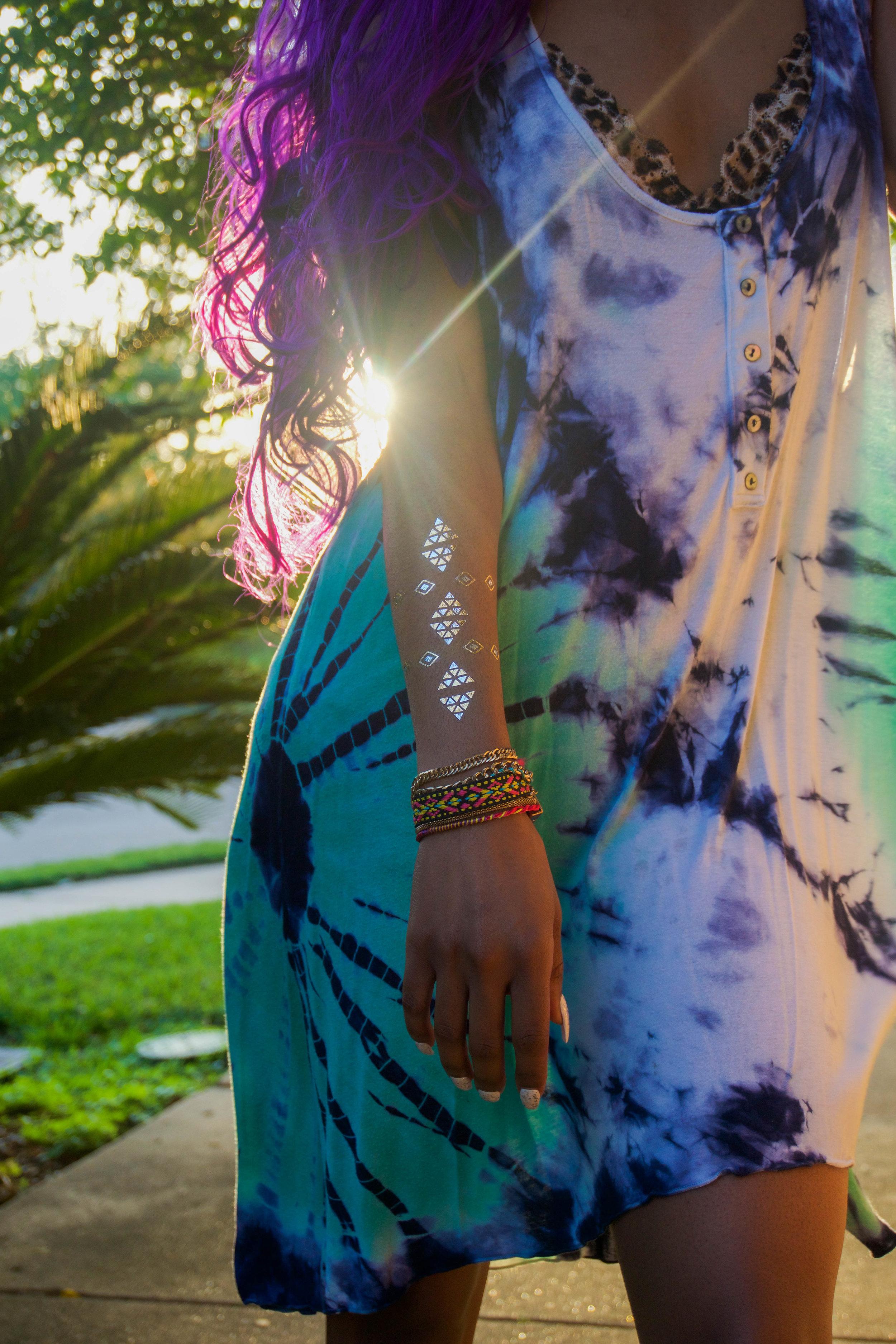 Metallic Flash Tattoo for Coachella Look - Flash Tats and a Tie Dye Dress