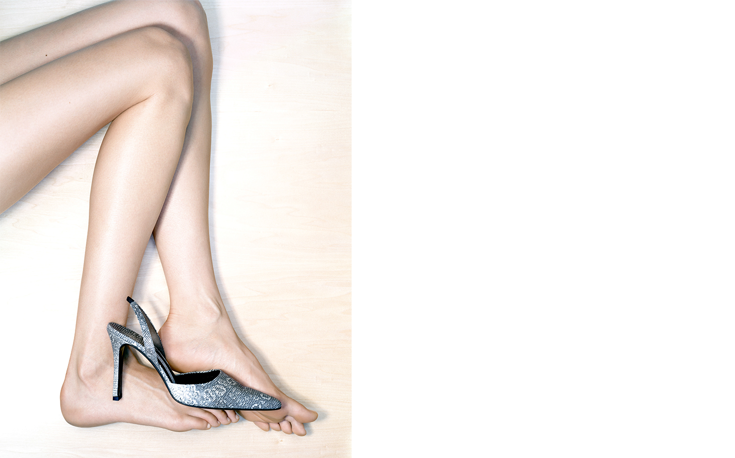 Harper's Bazaar WHY SO BLUE   FASHION EDITOR Elissa Santisi CREATIVE DIRECTOR Fabien Baron