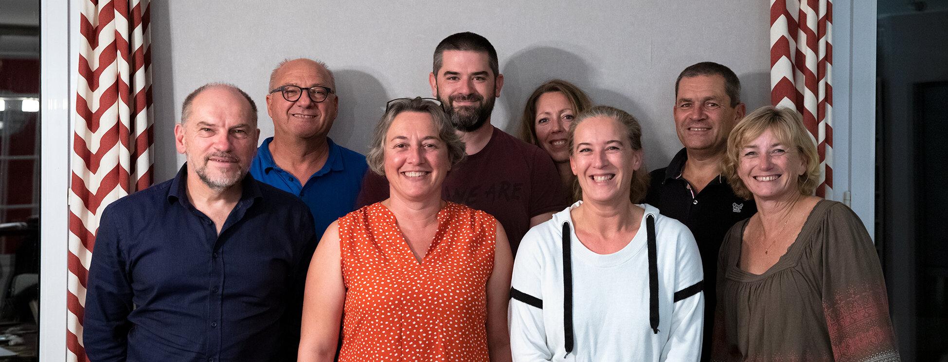 De gauche à droite : Éric (trésorier), Pascal (président), Karin (secrétaire), Alexandre (membre), Corinne (membre), Ingrid (membre), Philippe (Vice-président), Guylaine (membre).