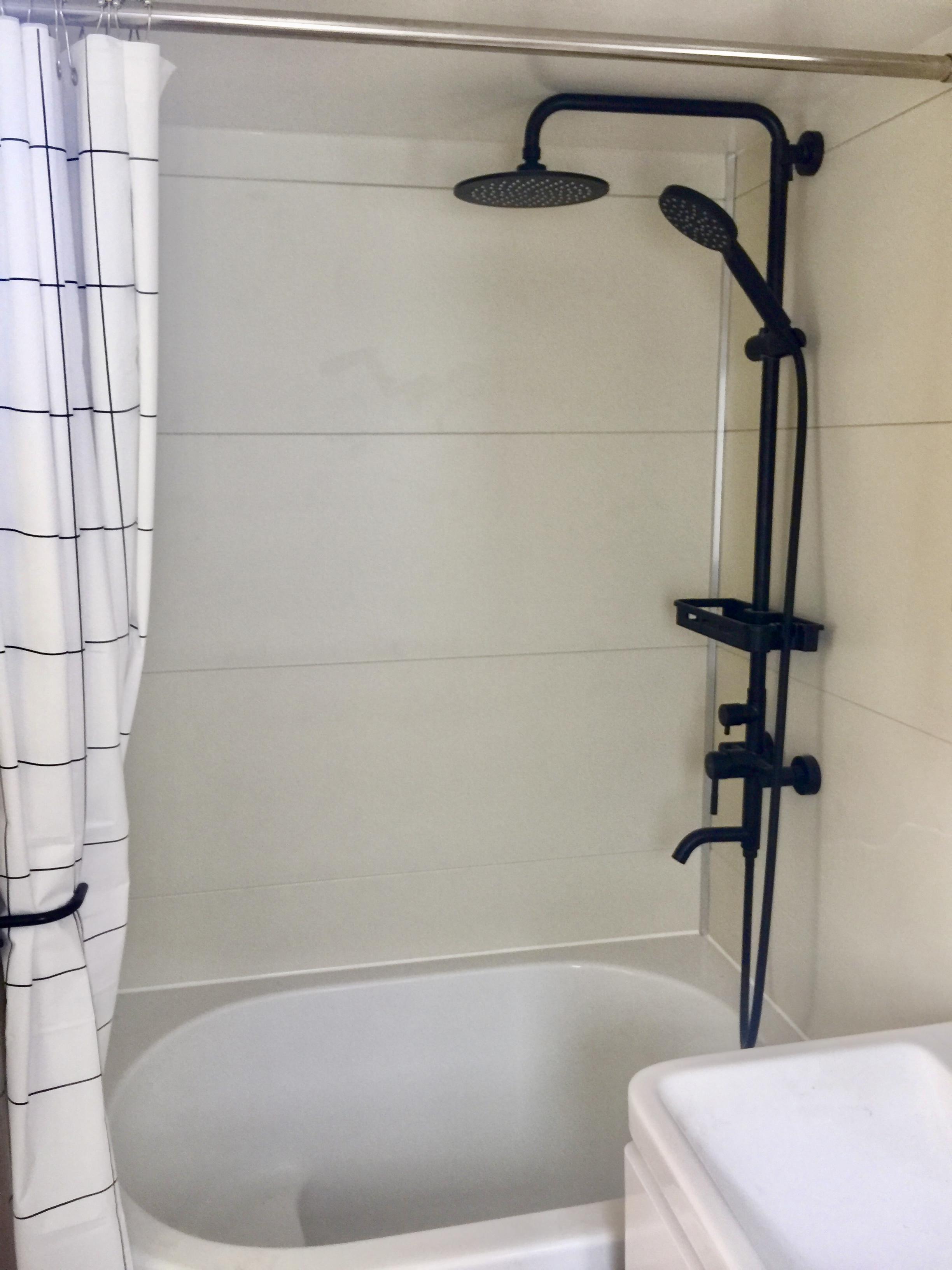 Bathroom with a shub