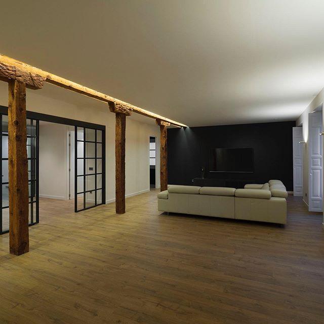 Otro proyecto terminado! Tras una reforma integral, apareció esta vivienda de espacios amplios, abiertos y muy luminosos. El proyecto de iluminación sigue la misma línea y se integra en la arquitectura para acompañarla y destacar sus puntos fuertes. #lightingproject #proyectosdeiluminacion #lightingdesign #diseñodeiluminacion #lighting #iluminacion