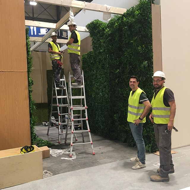 Otra edición de Intergift montando el stand de Covergreen España con el equipo de instaladores de Green Iluminación. #iluminacioncomercial #lightingdesign #diseñodeiluminacion #greeniluminación #covergreen