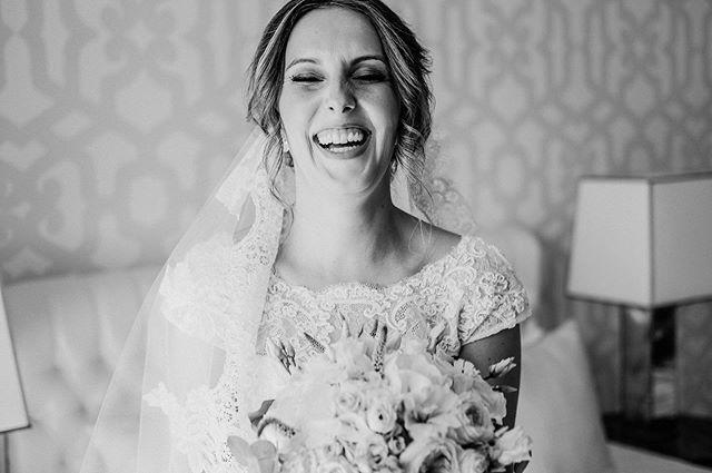 True happiness 💛 . . #wedding #bride #makeup #bridemakeup #weddingday #weddingdayphoto #bridal #fujifilmportugal #fujifilmphotography #fujifilmxseries #bouquet #bridebouquet #flowers #weddingphotography #brideoftheday #weddingphotographyideas #weddingphotographers #photographers #photooftheday #celebrate #happiness #love #blackandwhite #smile