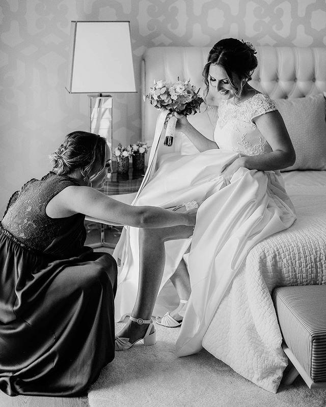 The last detail 🍀 . . #wedding #bride #makeup #bridemakeup #weddingday #weddingdayphoto #bridal #fujifilmportugal #fujifilmphotography #fujifilmxseries #bouquet #bridebouquet #flowers #weddingphotography #brideoftheday #weddingphotographyideas #weddingphotographers #photographers #photooftheday #celebrate #happiness #love #blackandwhite #smile #friends