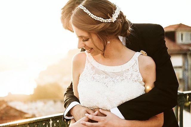C&J 💛 . . #wedding #weddingportugal #casaremportugal #sunset #love #light #couplegoals #couple #weddingdress #details #sunsetmoments #happiness #photooftheday #photographer #weddinghairstyles