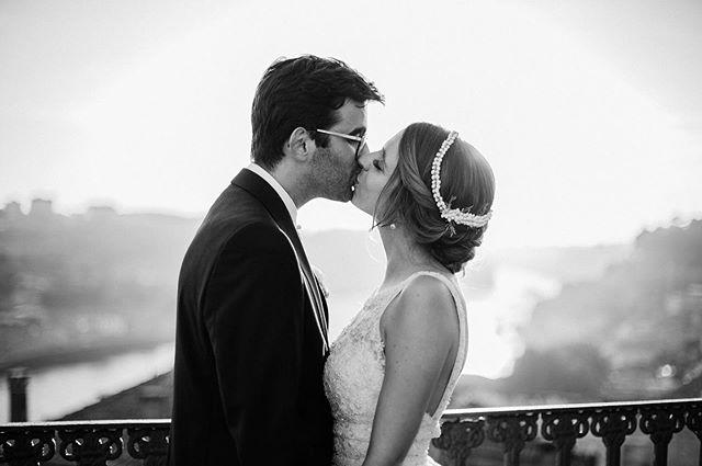 C&J 💛 . . #wedding #weddingportugal #casaremportugal #sunset #love #light #couplegoals #couple #weddingdress #details #sunsetmoments #happiness #photooftheday #photographer #weddinghairstyles #blackandwhite