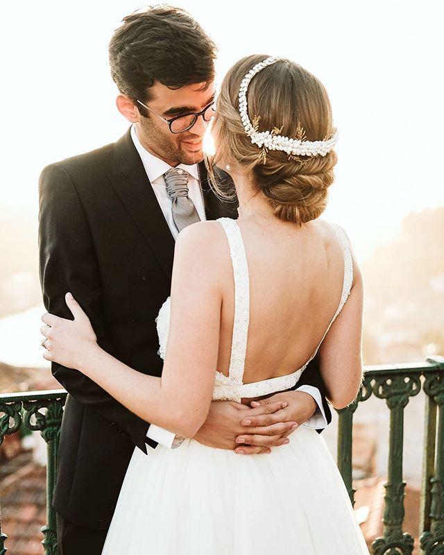 C+J 🍀 Hair: @thestoryimage . . #wedding #weddingportugal #casaremportugal #sunset #love #light #couplegoals #couple #weddingdress #details #sunsetmoments #happiness #photooftheday #photographer #weddinghairstyles