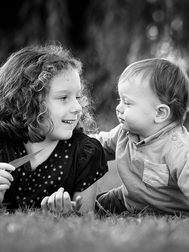 TIPS FOR GREAT SIBLING PHOTOS -