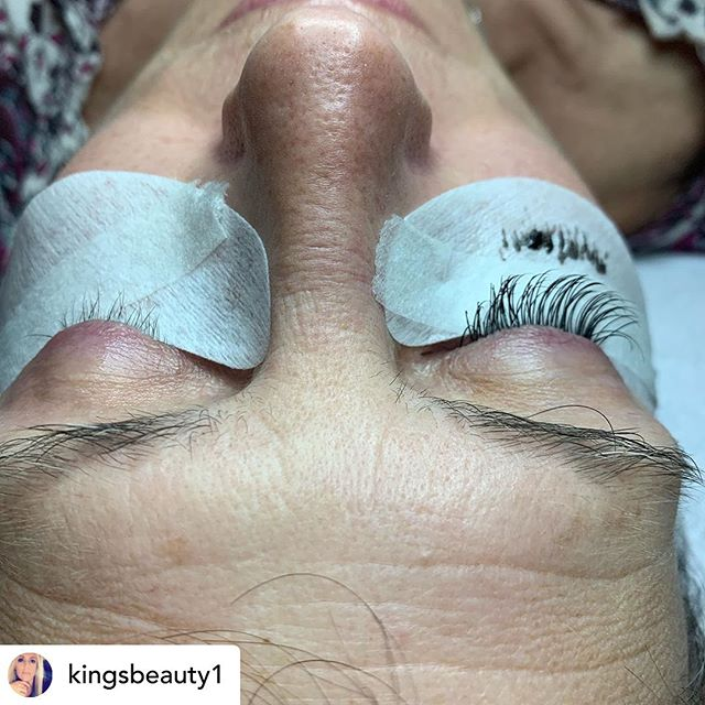 These lash extensions by @kingsbeauty1 are pretty amazing! I can not believe the difference! Come see for yourself! Call and ask to book with Ashley! 336-727-4805 A full set is $125! #winstonsalem #wsnc #lashextensions #winstonsalemlashextensions #salon #spa #dtws #dtwsnc #wslashextensions