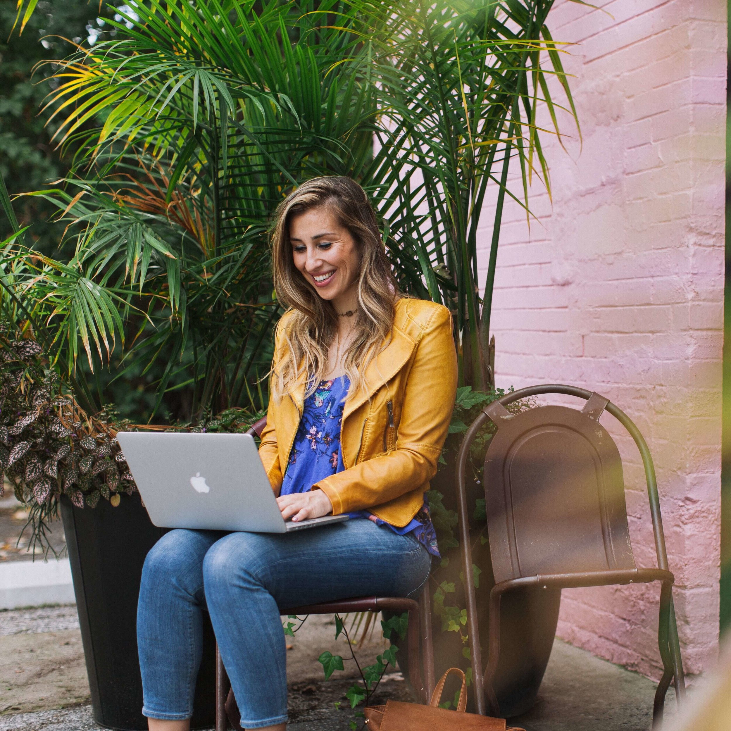 Elise Darma - Freelancer, Instagram Marketer and Digital Nomad