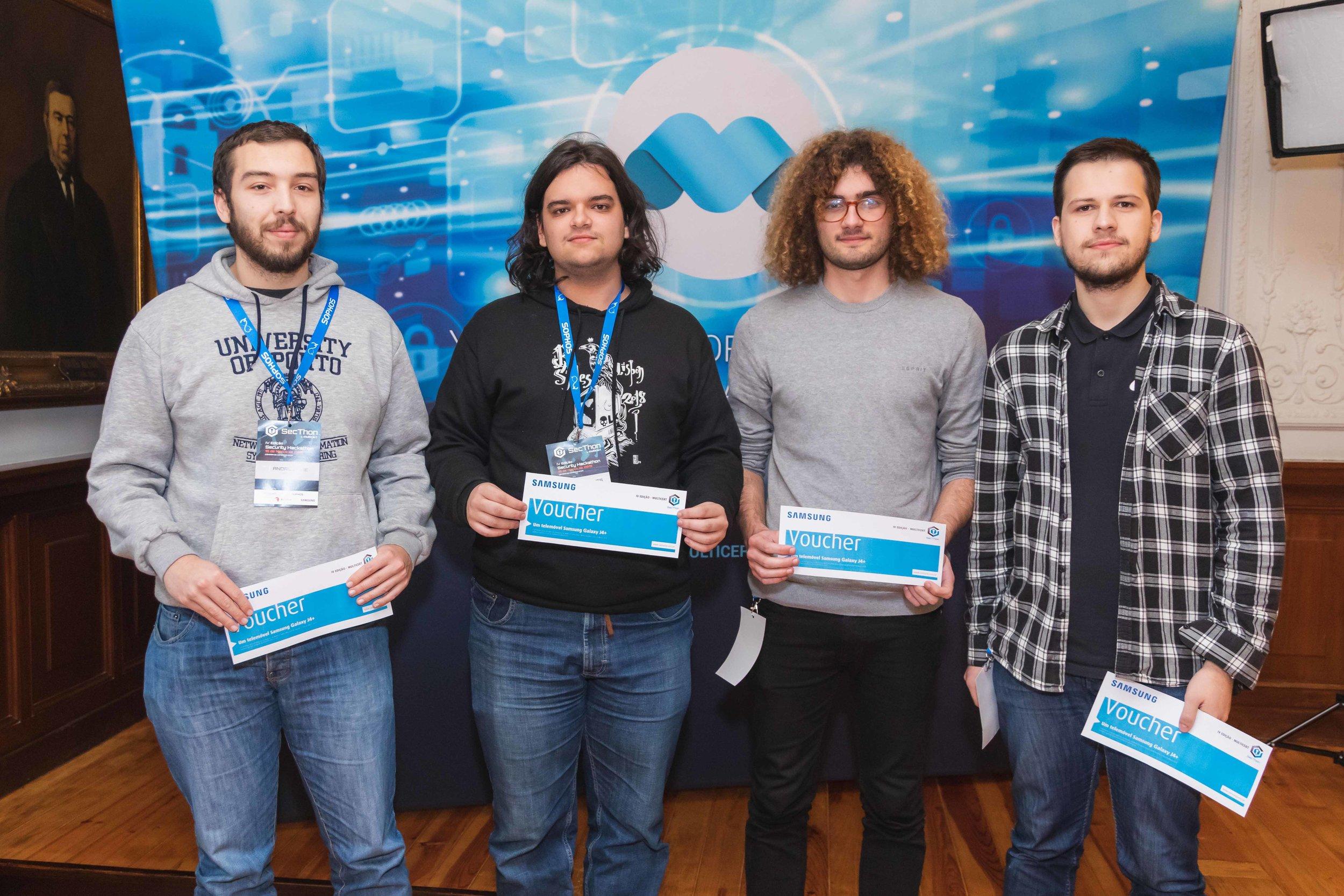 Em segundo lugar a equipa > PBJVIRQ   André Cirne, Fábio Freitas, Nuno Lopes e José Marques   1 telemóvel Samsung por elemento da equipa