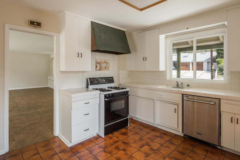 833 Bienveneda Ave Pacific-large-007-16-Kitchen-1499x1000-72dpi.jpg