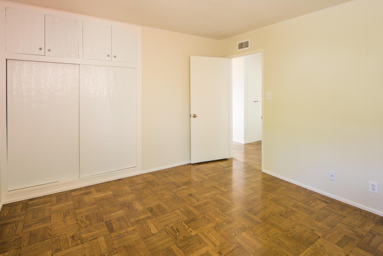 833 Bienveneda Ave Pacific-large-013-5-Bedroom-1499x1000-72dpi.jpg