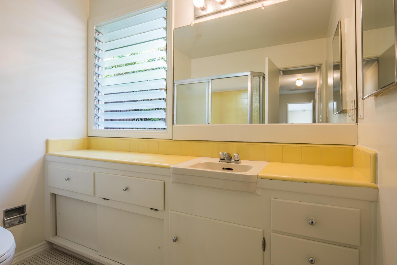 833 Bienveneda Ave Pacific-large-014-15-Bathroom-1499x1000-72dpi.jpg