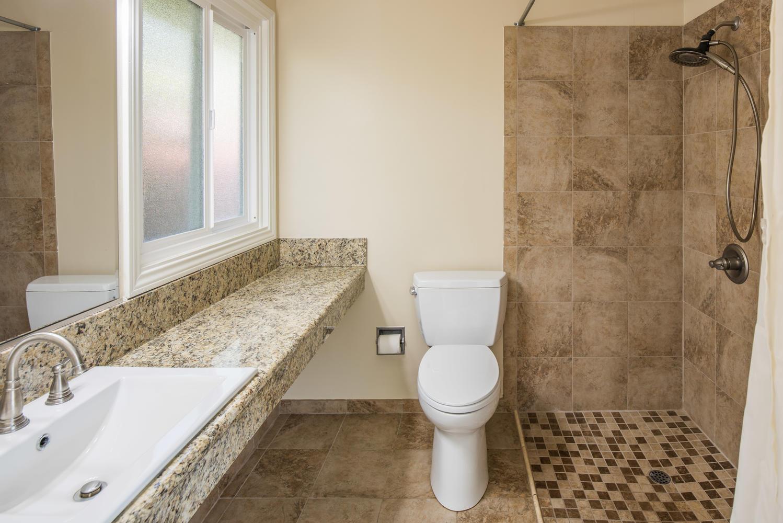 833 Bienveneda Ave Pacific-large-017-24-Master Bath-1499x1000-72dpi.jpg