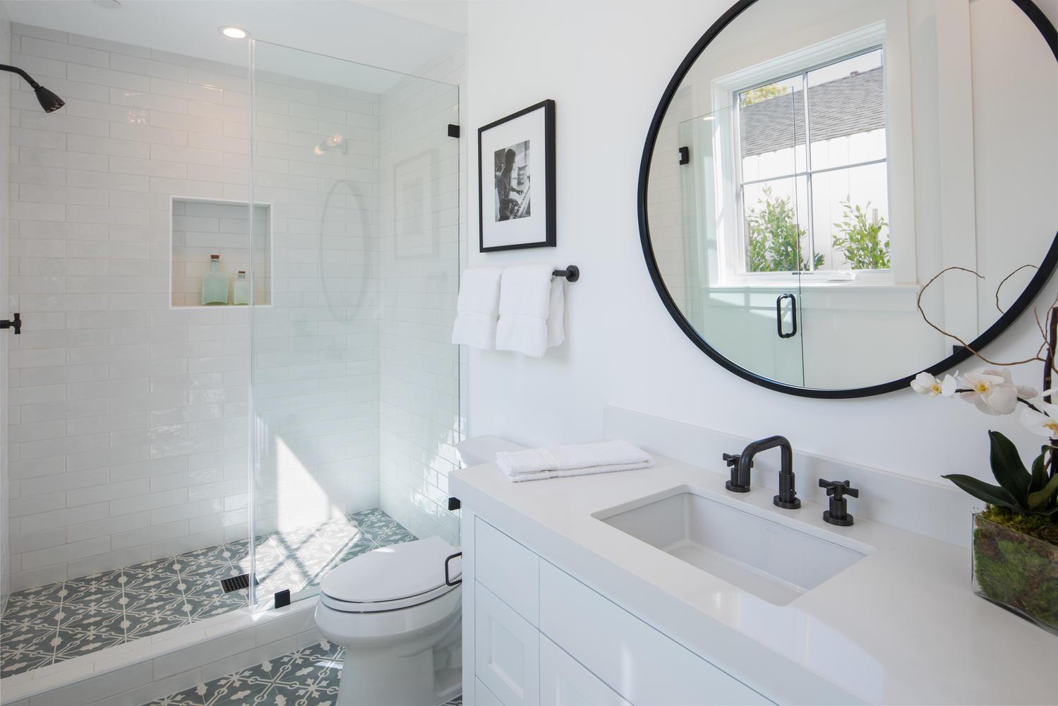 1046 Galloway St Pacific-large-017-3-Bathroom-1499x1000-72dpi.jpg