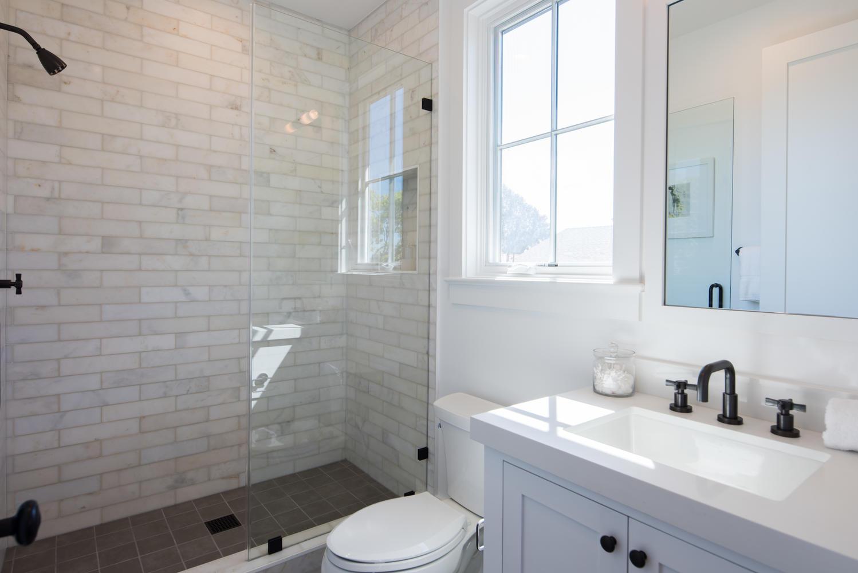 1046 Galloway St Pacific-large-022-15-Bathroom-1499x1000-72dpi.jpg