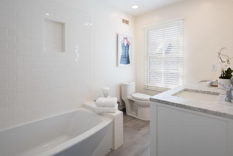 934 Fiske St Pacific Palisades-large-019-4-Bathroom-1499x1000-72dpi.jpg