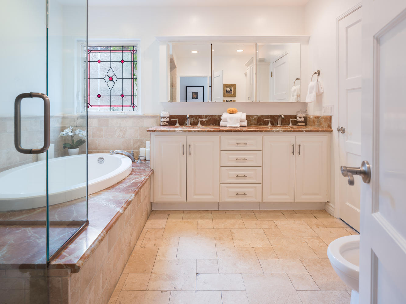 10558 Putney Rd Los Angeles CA-large-018-7-Master Bath-1334x1000-72dpi.jpg