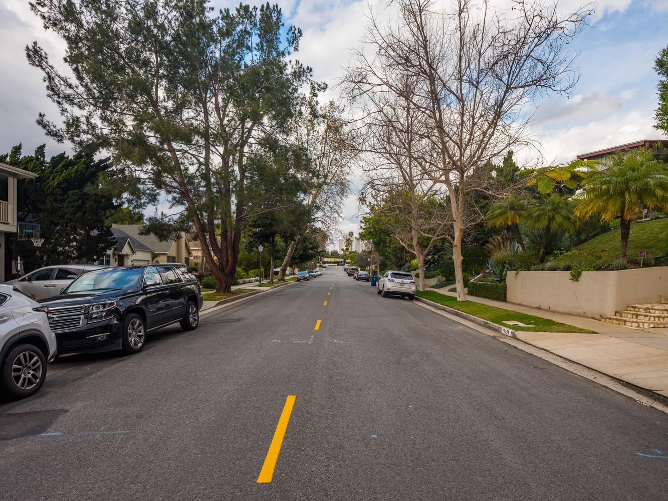10558 Putney Rd Los Angeles CA-large-033-5-Exterior-1334x1000-72dpi.jpg