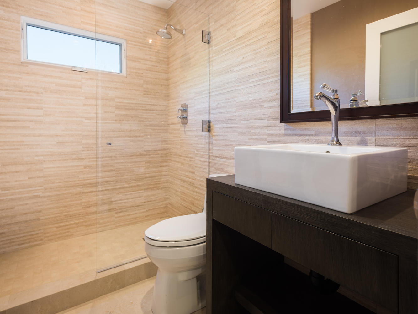 571 Radcliffe Ave Pacific-large-023-21-Bathroom-1334x1000-72dpi.jpg