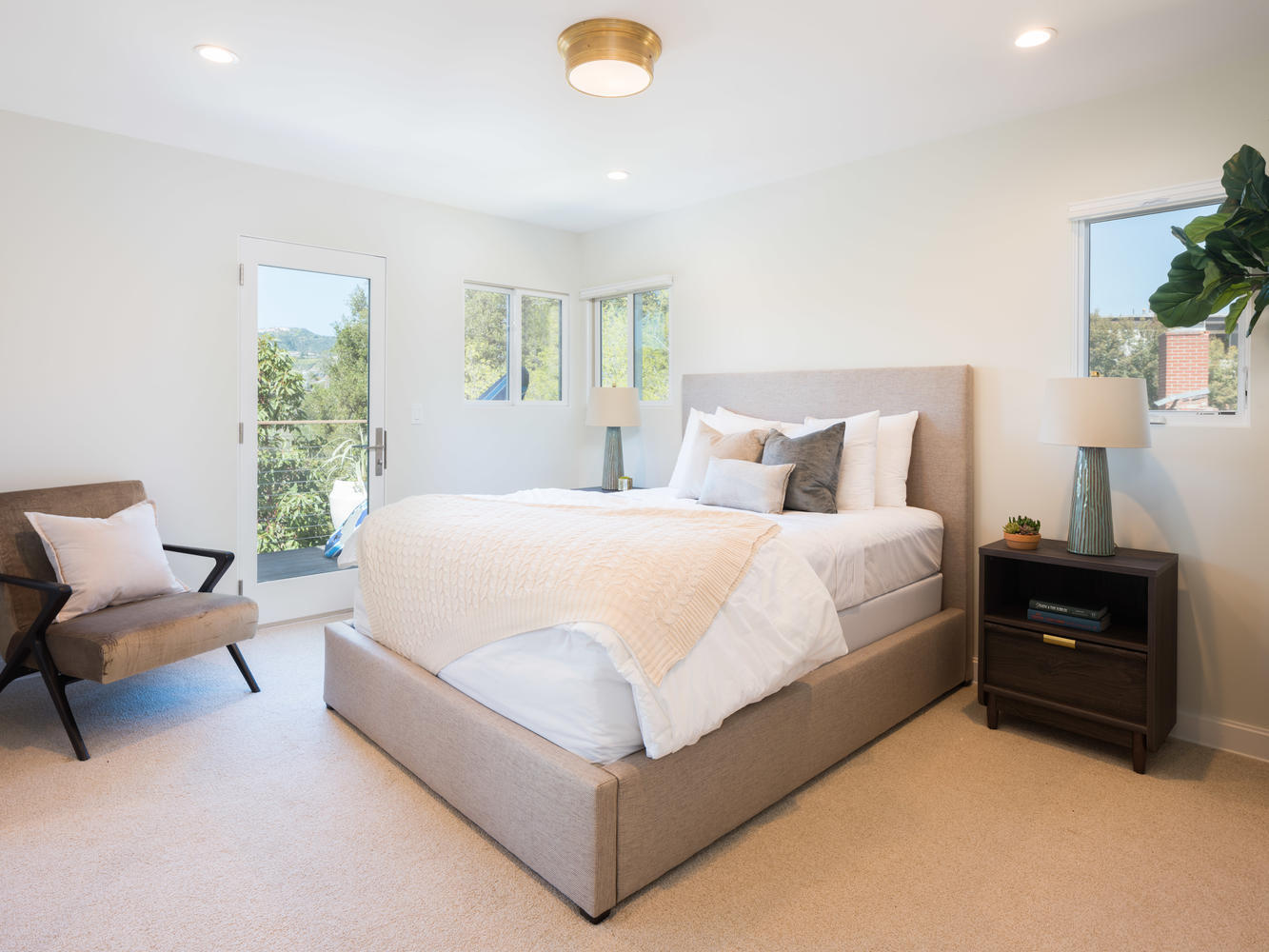 571 Radcliffe Ave Pacific-large-030-16-Bedroom-1334x1000-72dpi.jpg