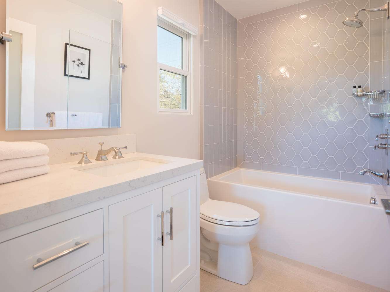 571 Radcliffe Ave Pacific-large-032-23-Bathroom-1334x1000-72dpi.jpg
