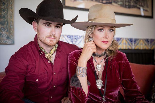 Yesssss @maverickwesternwear #impulsephotographymb #equinephotography #aqhaproud #westernpleasurefashion #westernpleasurehorse #western #westernstyle #westernfashion #westernwear @greeleyhatworks