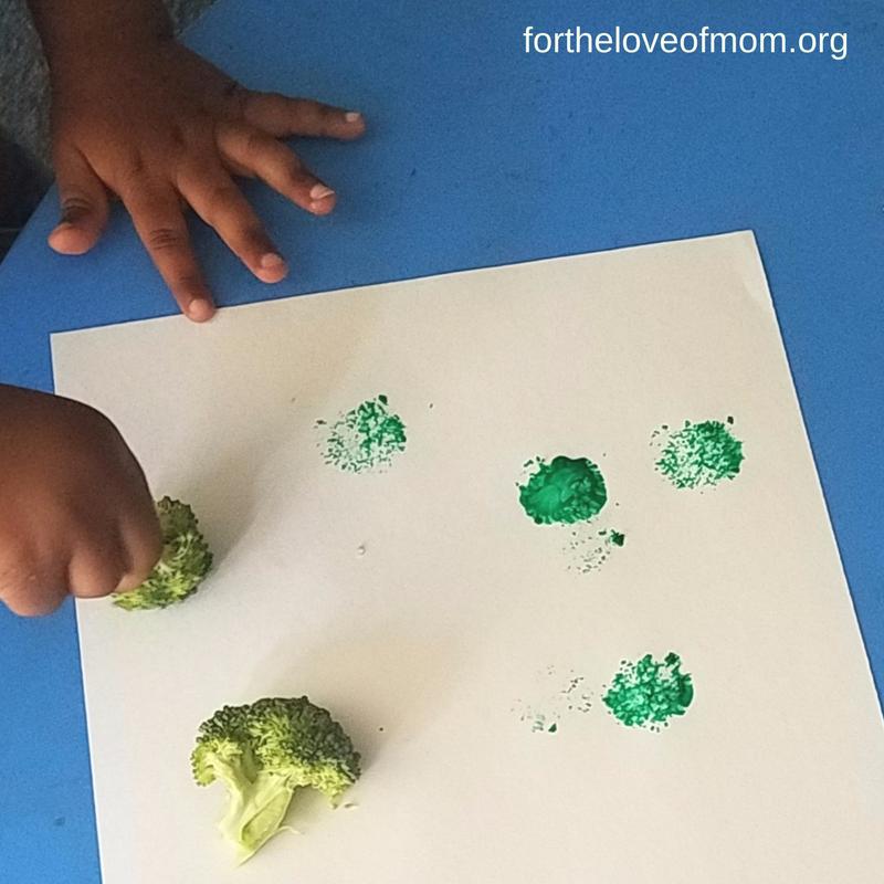 Broccoli Painting | Veggie Painting Craft | Toddler Activity | Kid Veggie Craft | #toddlers | #kidscrafts | www.fortheloveofmom.org