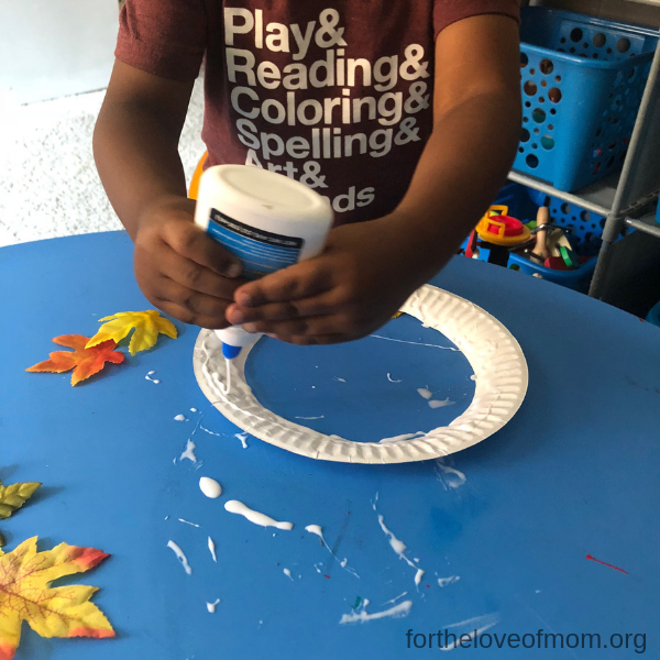 Toddler Gluing Paper Plate - Fall Wreath for Toddlers & Preschoolers - For the Love of Mom - fortheloveofmom.org