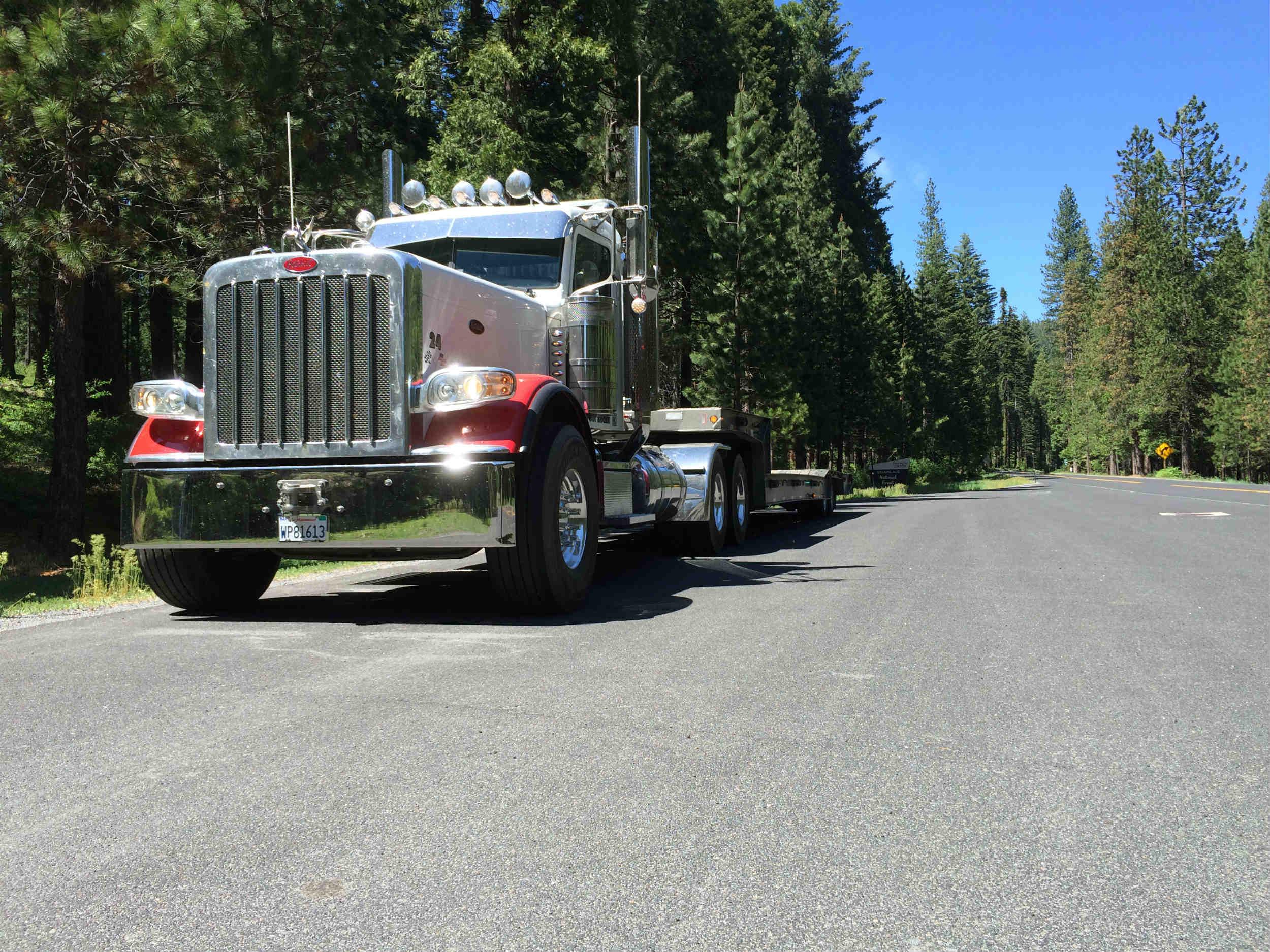 peterbilt-389-trailking-trailer.jpg