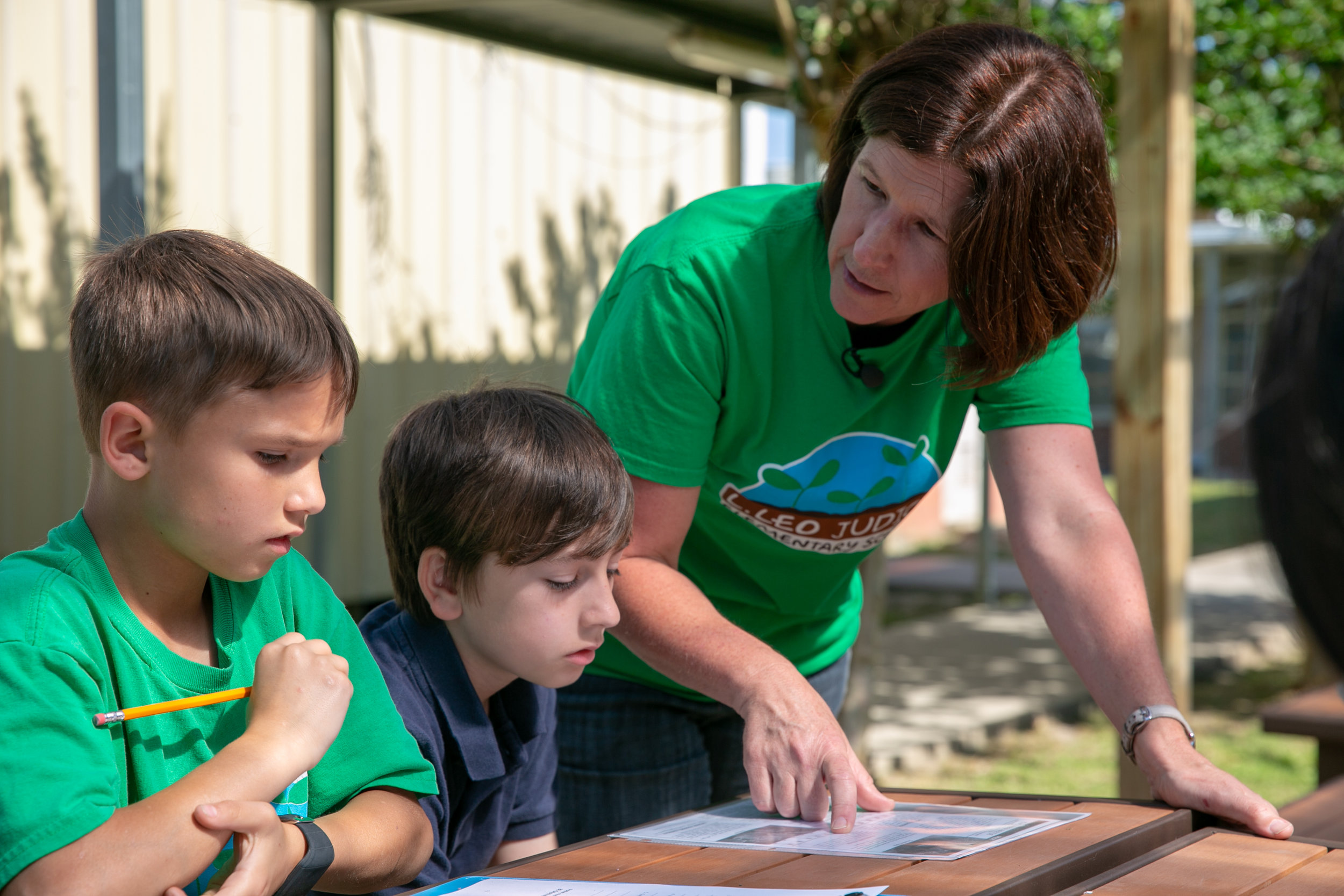 In a special outdoor classroom, Guidry helps her students research garden pests and how to identify them. Photo by Monica Velasquez
