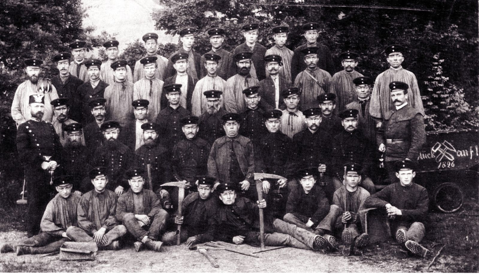 Coal miners in Marsberg in present-day North Rhine-Westphalia, ca. 1896. Source:Felix Bieker and Klaus Lattek, ed. Kilianstollen.Bergbau und Geologie in Marsberg. Marsberg,1986.