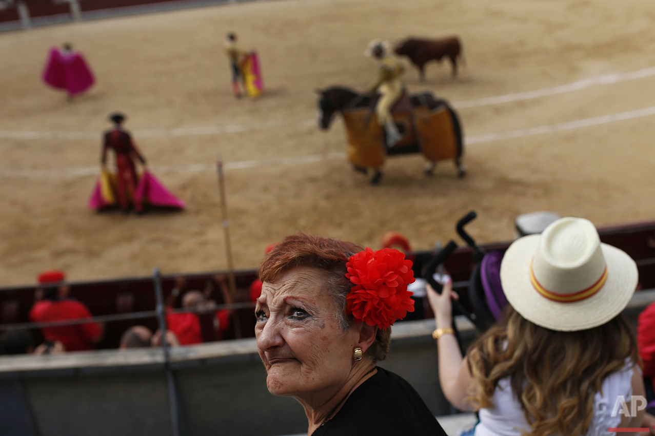 People attend a bullfight at the Las Ventas bullfighting ring in Madrid, Sunday, Sept. 4, 2016. (AP Photo/Francisco Seco)