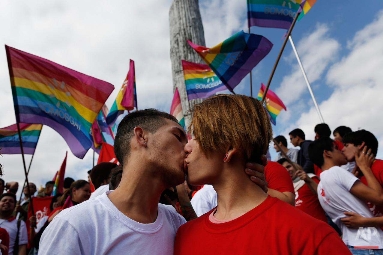Paraguay Kiss-A-Thon