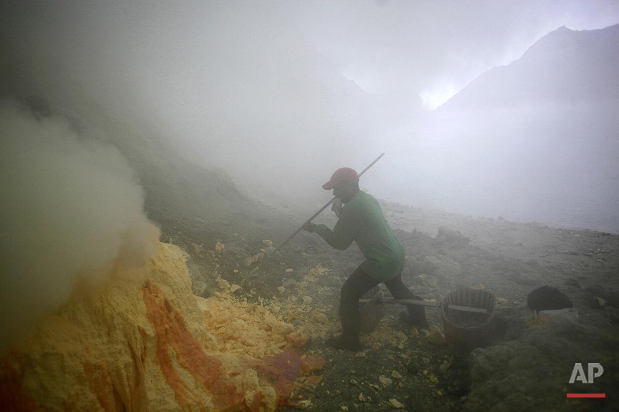 Indonesia Sulfur Miners Photo Gallery